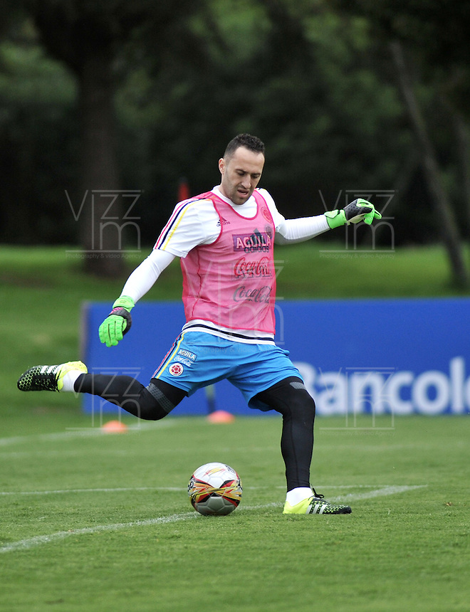 BOGOTA - COLOMBIA  - 21 - 03 - 2016: David Ospina, portero de la Seleccion Colombia, durante entrenamiento en La sede de La Federacion Colombiana de Futbol en Bogota. Colombia prepara para el próximo partido partido contra Bolivia para la calificificacion a la Copa Mundo FIFA 2018 Rusia. / David Ospina, goalkeeper of the Colombia Team, during training at the Headquarters of the Colombian Football Federation in Bogota. Colombia prepares for the upcoming game match against Bolivia for calificificacion to FIFA World Cup 2018 Russia. (Photo: VizzorImage / Luis Ramirez / Staff.)