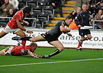 Nikki Walker dives over to score the 1st try. Ospreys V Worcester Warriors, EDF Energy Cup © Ian Cook IJC Photography iancook@ijcphotography.co.uk www.ijcphotography.co.uk