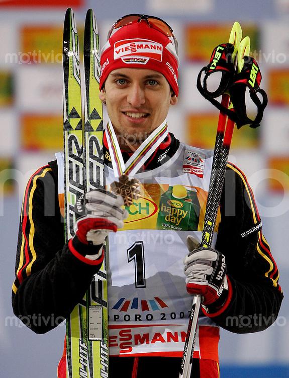 Sapporo , 230207 , Nordische Ski Weltmeisterschaft  Nordische Kombination Sprintrennen ,  Bjoern KIRCHEISEN (GER) mit der Bronzemedaile