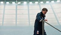 Fussball Bundesliga Saison 2011/2012 26. Spieltag Hertha BSC Berlin - FC Bayern Trainer Otto REHHAGEL (Hertha BSC) verlaesst eilig das Stadion.