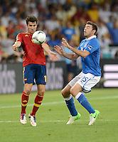 FUSSBALL  EUROPAMEISTERSCHAFT 2012   FINALE Spanien - Italien            01.07.2012 Cesc Fabregas (li, Spanien) gegen Andrea Barzagli (re, Italien)