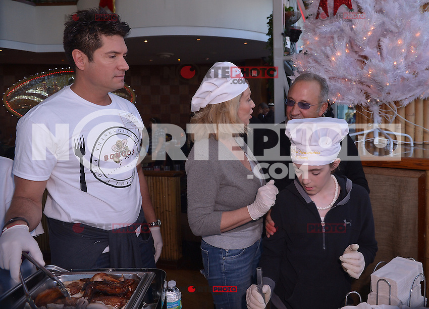MIAMI, FL - NOVEMBER 22: Louis Aguirre, Lea Black, Emilio Estefan and RJ participate in 5th Annual Thanksgiving Feed A Friend at Bongos Cuban Cafe on November 22, 2012 in Miami, Florida. © MPI10/MediaPunch Inc /NortePhoto