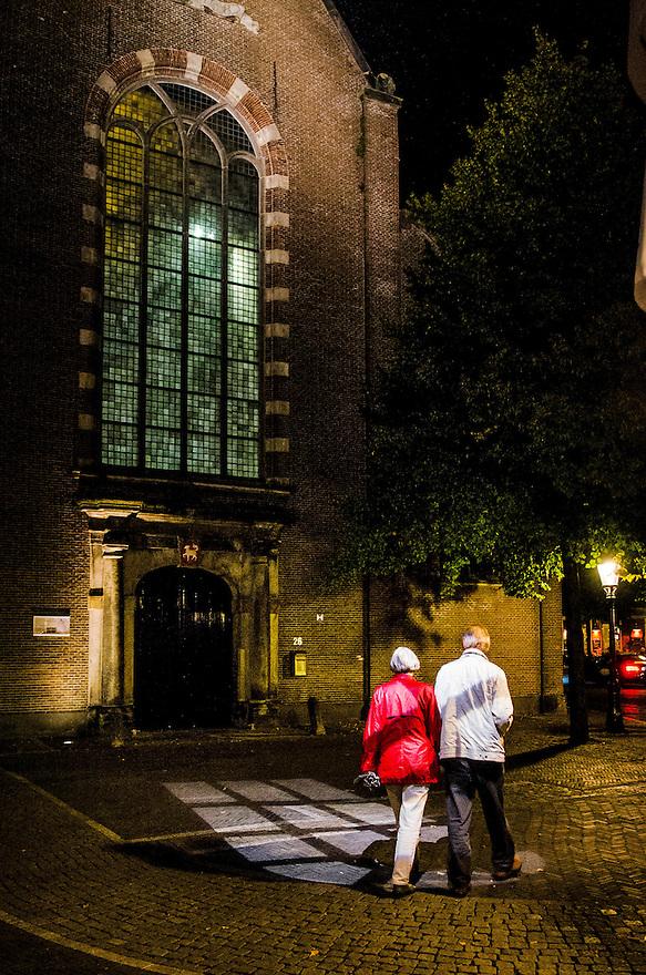 Netherlands, Utrecht, 11 sept 2014<br /> Avondbeeld van de stad Utrecht, met lichtprojectie op de grond bij de kerk op het Sint Janskerkhof. <br /> Foto: (c) Michiel Wijnbergh
