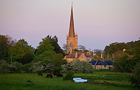 Burford Church and The River Windrush in the Cotswolds landscape, Burford, Oxfordshire, UK
