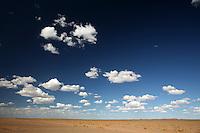 Mongolia  paesaggio desertico con nubi<br /> <br /> Mongolian desert landscape with clouds<br /> <br /> Mongolie  paysage d&eacute;sertique avec des nuages