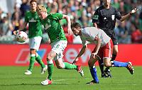 FUSSBALL   1. BUNDESLIGA   SAISON 2012/2013   2. Spieltag SV Werder Bremen - Hamburger SV                     01.09.2012         Kevin De Bruyne (li, SV Werder Bremen) enteilt Milan Badelj (re, Hamburger SV)
