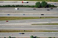 Autobahn: EUROPA, DEUTSCHLAND, HAMBURG 10.07.2014: Autobahn mit vielen Fahrspuren