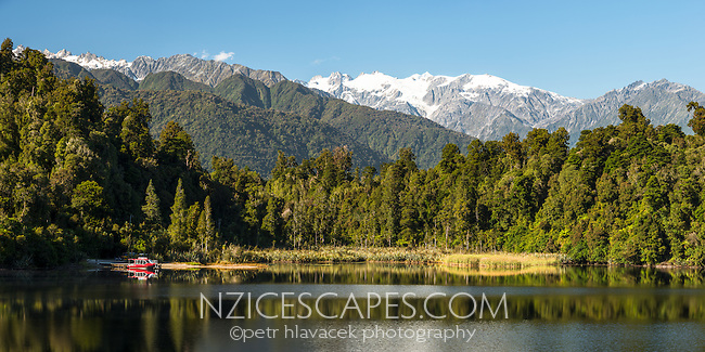Lake Mapourika with Southern Alps in background, Westland Tai Poutini National Park, West Coast, South Westland, UNESCO World Heritage Area, New Zealand, NZ
