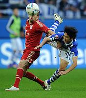 FUSSBALL   1. BUNDESLIGA   SAISON 2011/2012    6. SPIELTAG FC Schalke 04 - FC Bayern Muenchen                       18.09.2011 Franck RIBERY (li, Bayern) gegen Atsuto UICHIDA (re, Schalke)