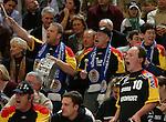 Handball Herren, 1.Bundesliga 2003/2004 Goeppingen (Germany) FrischAuf! Goeppingen - Wilhelmshavener HV (25:27) Fans von Wilhemshaven feuern ihre Mannschaft an.