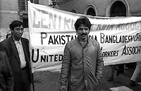 Roma  Ottobre 1990.Ex Pastificio Pantanella occupato da centinaia di immigrati asiatici provenienti dal Pakistan e Bangladesh..Mazufar Ali Khan pakistano, detto  Sher Khan  leader degli immigrati della pantanella  interviene ad una manifestazione degli studenti medi davanti alla Provincia di Roma.Roma October 1990.Ex Pastificio Pantanella occupied by hundreds of Asian immigrants from Pakistan and Bangladesh..Mazufar Ali Khan of Pakistan, said Sher Khan, leader of the immigrants Pantanella spoke to a rally of school students before the Province of Rome