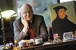 Foto: VidiPhoto<br /> <br /> HEILIG LANDSTICHTING - Prof. Markus Matthias in zijn woning in Heilig Landstichting bij Nijmegen. Matthias is eindredacteur van een vertaalde editie van de Latijnse werken van kerkhervormer Maarten Luther.