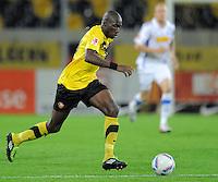 Fussball, 2. Bundesliga, Saison 2011/12, SG Dynamo Dresden - Vfl Bochum, Montag (12.09.11), gluecksgas Stadion, Dresden. Dresdens Mickael Pote am Ball.