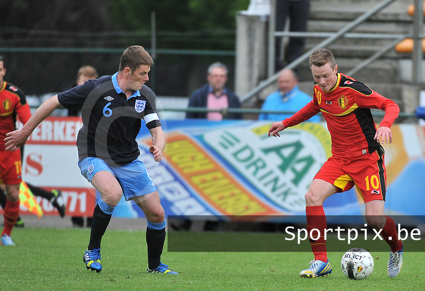 Belgium U19 - England U19 : Rob Schoofs (10) and Jack O'Connell (6).foto DAVID CATRY / Nikonpro.be