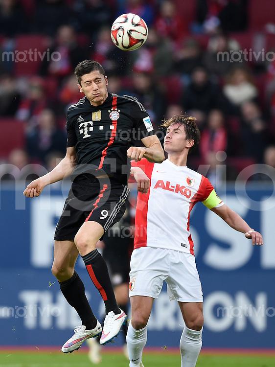 Fussball  1. Bundesliga  Saison 2014/2015  15. Spieltag  FC Augsburg - FC Bayern Muenchen     13.12.2014 Robert Lewandowski (li, FC Bayern Muenchen) gegen Paul VERHAEGH (FC Augsburg)