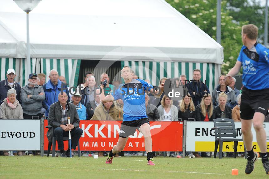 KAATSEN: SINT JACOBIPAROCHIE: 21-06-2015, Marten Feenstra staat de bal uit het perk, ©foto Martin de Jong