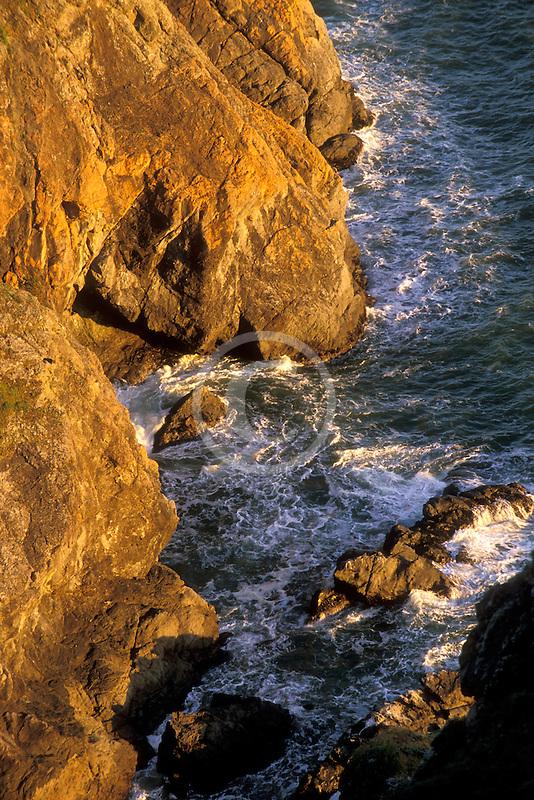 California, Marin County, Muir Beach coastline, rocky cliffs