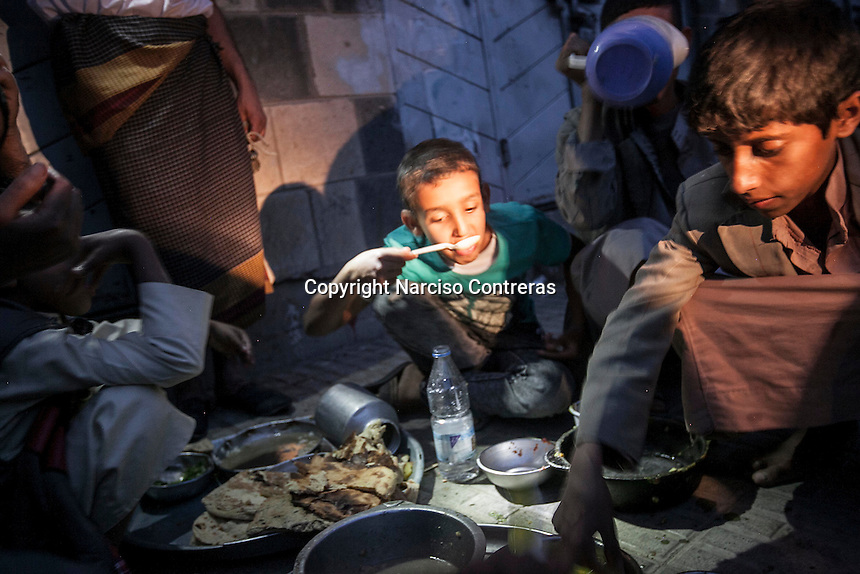 "Sunday 12 July, 2015: Residents take the ""Iftar"" -the first meal at the dusk to break the religious-duty of fasting for Muslims-, in the surrounding areas of the Old City of Sana'a, Yemen. (Photo/Narciso Contreras)"