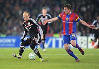 FUSSBALL  CHAMPIONS LEAGUE  SAISON 2011/2012 Achtelfinale Hinspiel  22.02.2012 FC Basel - FC Bayern Muenchen  Arjen Robben (li, FC Bayern Muenchen) gegen Fabian Frei (FC Basel)