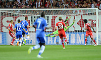 FUSSBALL  SUPERCUP  FINALE  2013  in Prag    FC Bayern Muenchen - FC Chelsea London          30.08.2013 Fernando Torres (3. vl., FC Chelsea) erzielt das Tor zum 0:1. Torwart Manuel Neuer (FC Bayern Muenchen) ohne Chance