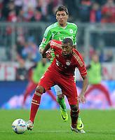 FUSSBALL   1. BUNDESLIGA  SAISON 2011/2012   19. Spieltag FC Bayern Muenchen - VfL Wolfsburg      28.01.2012 Jerome Boateng (li, FC Bayern Muenchen) gegen Mario Mandzukic (VfL Wolfsburg)