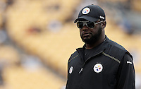 PITTSBURGH, PA - OCTOBER 16:  Head coach Mike Tomlin of the Pittsburgh Steelers watches his team warm up prior to the game against the Jacksonville Jaguars on October 16, 2011 at Heinz Field in Pittsburgh, Pennsylvania.  (Photo by Jared Wickerham/Getty Images)