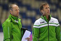 SCHAATSEN: HEERENVEEN: 05-10-2013, IJsstadion Thialf, Trainingwedstrijd, coach Gerard Kemkers, assistent-coach Rutger Tijssen, ©foto Martin de Jong