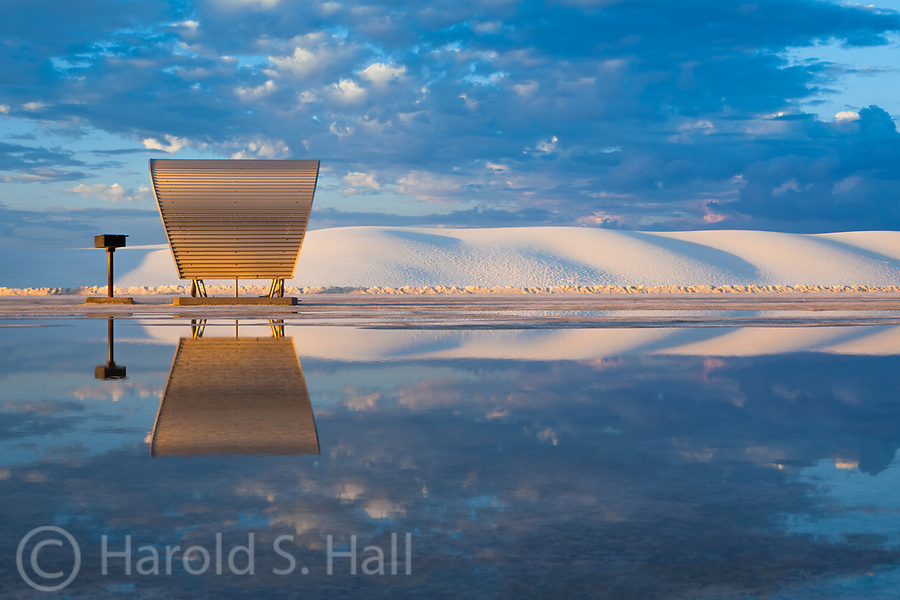 White Sands National monument in Southern New Mexico lies in a vast ...