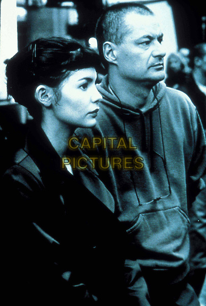 AUDREY TATOU & JEAN PIERRE JEUNET (DIRECTOR).Amelie.Filmstill - Editorial Use Only.Ref: 11195.CAP/AWFF.Supplied by Capital Pictures