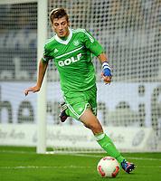 FUSSBALL   1. BUNDESLIGA  SAISON 2012/2013   7. Spieltag   FC Schalke 04 - VfL Wolfsburg        06.10.2012 Robin Knoche (VfL Wolfsburg) Einzelaktion am Ball