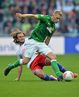 FUSSBALL   1. BUNDESLIGA   SAISON 2012/2013   2. Spieltag SV Werder Bremen - Hamburger SV                     01.09.2012         Aaron Hunt (re, SV Werder Bremen) enteilt Petr Jiracek (li, Hamburger SV)