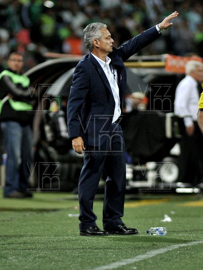 MEDELLÍN -COLOMBIA-03-05-2016: Reinaldo Rueda, técnico de Atletico Nacional, durante partido entre Atletico Nacional y Huracan de octavos de final, llave A, de la Copa Bridgestone Libertadores 2016 jugado en el estadio Atanasio Girardot de la ciudad de Medellín. / Reinaldo Rueda, coach of Atletico Nacional,  during a match for the second leg key A, between Atletico Nacional and Huracan as part of round of 16 of Copa Bridgestone  Libertadores 2016 at Atanasio Girardot in Medellin city / Photo: VizzorImage / Luis Ramirez / Staff.