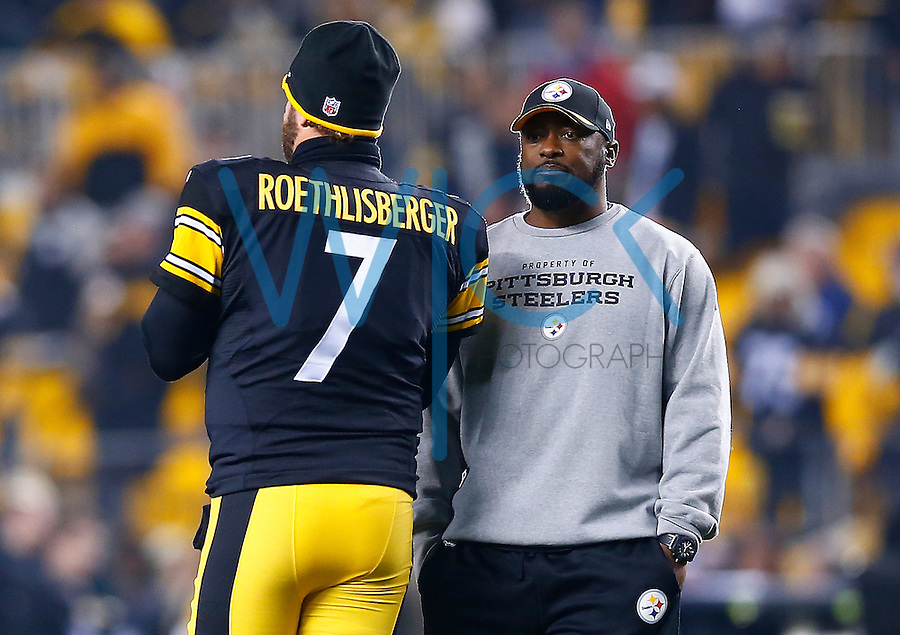 Ben Roethlisberger #7 of the Pittsburgh Steelers and head coach Mike Tomlin talk prior to the game against the Indianapolis Colts during the game at Heinz Field on December 6, 2015 in Pittsburgh, Pennsylvania. (Photo by Jared Wickerham/DKPittsburghSports)