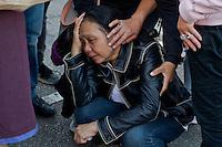 Roma, 28 Maggio 2015<br /> Manifestazione contro i rom dopo che mercoled&igrave; sera un&rsquo;auto  con tre rom a bordo, in via Battistini, ha travolto nove persone, uccidendo sul colpo la filippina di 44 anni, Corazon Perez Abordo. Il dolore della sorella della donna morta .<br /> Rome, May 28, 2015<br /> Demonstration against roma  after that  wednesday night a car with three roma on board, in via Battistini,he struck  nine people, instantly killing the 44 year old filipina  Corazon Abordo Perez. The pain of the sister of the dead woman.