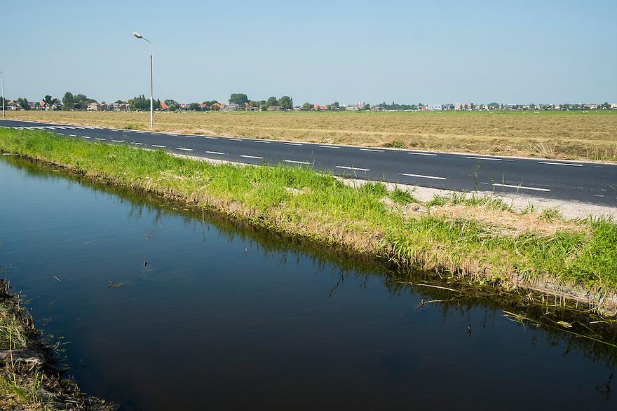 Nederland, Zaanstad, 4 sept 2014<br /> Omgeving voor het trace van de geplande A8 bij Zaanstad. De A8 stopt nu nog bij de Naernasche Vaart maar moet worden doorgetrokken naar de A9. <br /> Foto: (c) Michiel Wijnbergh