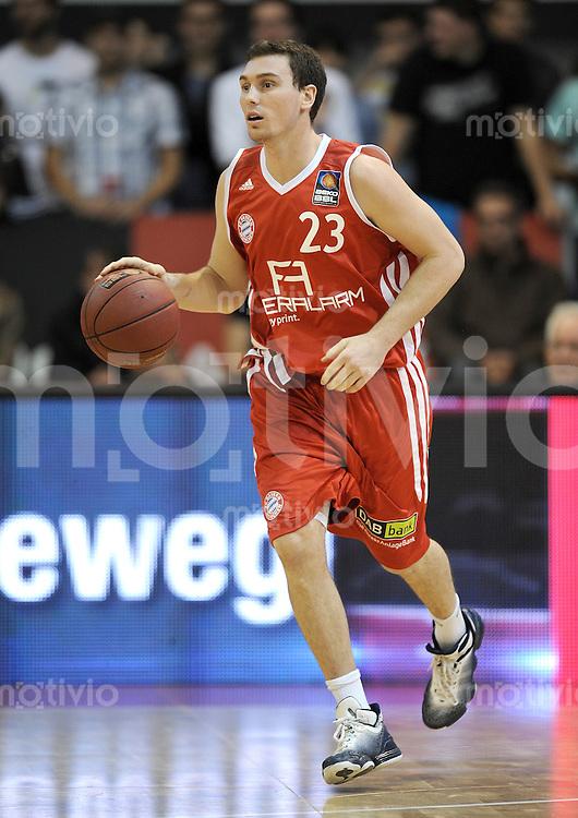 Basketball 1. Bundesliga  2010/2011  12.10.2011 FC Bayern Muenchen - Walter Tigers Tuebingen  Ben HANSBROUGH (FC Bayern Muenchen)
