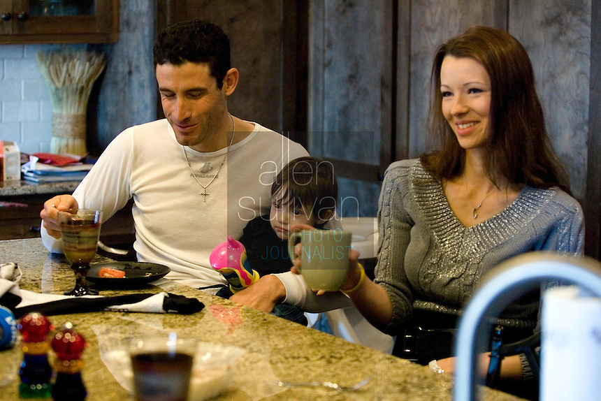 Discovery Channel Pro Cycling Team racer George Hincapie eats with his daughter Julia and wife Melanie at home. Long successful in the European classics, in addition to being Lance Armstrong's right hand man on the team, Hincapie took his first Tour de France stage win in 2005.<br />