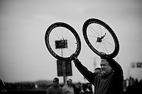 Paris-Roubaix 2012 ..wheel support