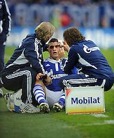 FUSSBALL   1. BUNDESLIGA   SAISON 2011/2012    11. SPIELTAG FC Schalke 04 - 1899 Hoffenheim                            29.10.2011 Kyriakos PAPADOPOULOS (Schalke) laesst sich behandeln