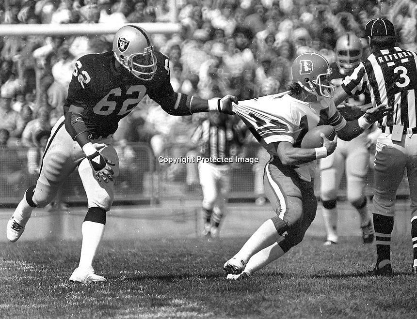 Oakland Raider #62 Reggie Kinlaw grabs Denver Bronco QB Norris<br />