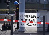 Fussball International Ausserordentlicher FIFA Kongress 2016 im Hallenstadion in Zuerich 26.02.2016 Protestplakat vor dem Hallenstadion, No more Draw in Football, last Goal wins