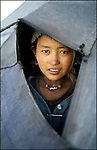 Portrait of a tibetan nomad woman. //// Nomade tibétaine, portrait.