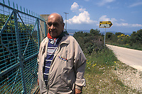 APR 2002, ARGOSTOLI (Cefalonia): MARIO MARTELLI (1923) ex caporale di artiglieria, uno dei pochi sopravvissuti alla battaglia di Cefalonia racconta agli studenti la sua esperienza.April 2002, Argostoli (Cephalonia): Mario Martelli (1923) former corporal of artillery, one of the few survivors of the Battle of Kefalonia tells the students his experience.