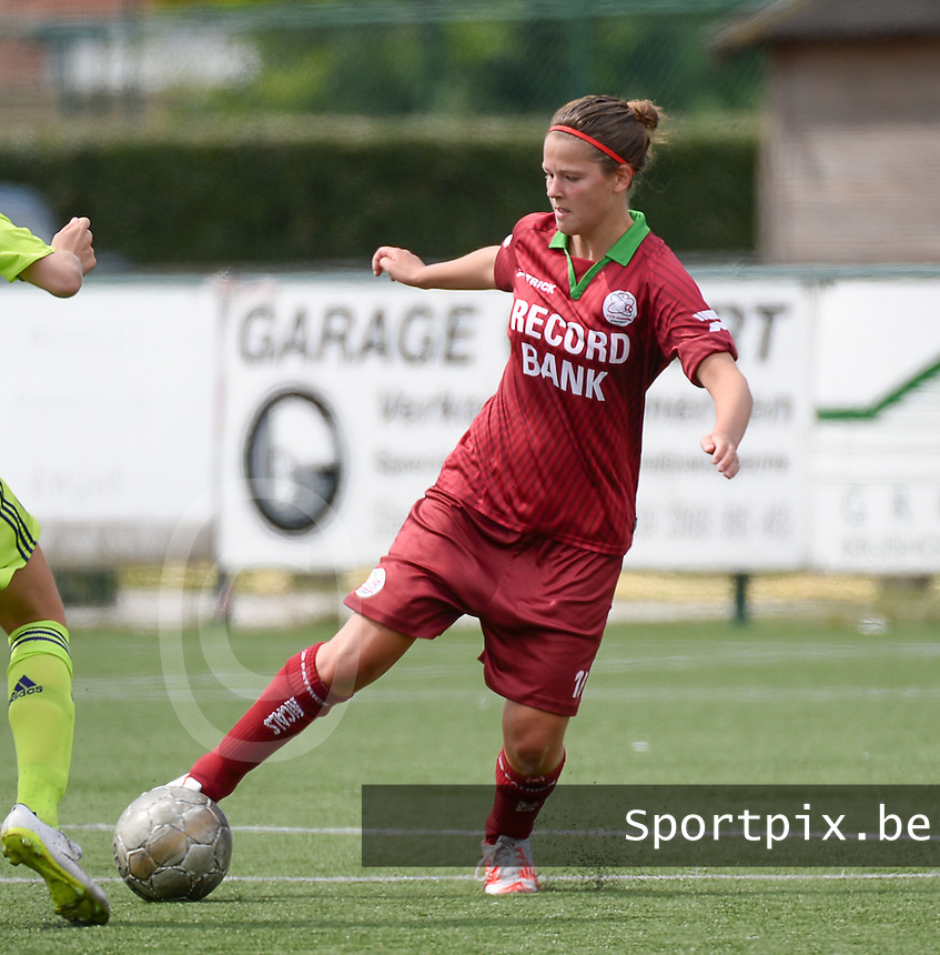 20150808 - ZULTE , BELGIUM : Zulte's Lisa Bruneel pictured during a friendly soccer match between the women teams of Zulte-Waregem and RSC Anderlecht  , during the preparations for the 2015-2016 SUPERLEAGUE season, Saturday 8 August 2015 . PHOTO DAVID CATRY