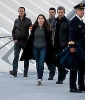 """Laetitia Casta handcuffed on """" Les Adorés """" movie set - menottée sur le tournage"""