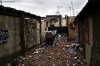 Roma 22  Febbraio 2010.Idroscalo di Ostia,un vicolo tra le case