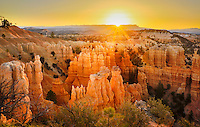 A dramatic daybreak at Fairyland Canyon in Bryce Canyon National Park (Utah, USA)
