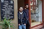29.9.2014, Berlin. Im Neuköllner Schillerkiez haben die Gründer des elektronischen Musiklabels Legotek Doron Eisenberg und Nir Ivenizki ein Café / Plattenladen eröffnet. Die beiden legen als DJs regelmäßig in Berliner Clubs wie dem About Blank, dem Golden Gate oder dem Tresor elektronische Musik auf.
