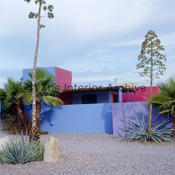 Blocks of strong blue and pink accentuate the simple architectural lines of this contemporary house in Mexico