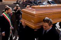 Roma 9 Febbraio 2015<br /> Funerale al Campidoglio del partigiano Massimo Rendina, conosciuto col nome di battaglia di Comandante Max, comandante nelle brigate Garibaldi, eroe della Resistenza, vicepresidente dell&rsquo;Anpi, morto all'et&agrave; di 95 anni. Arrivo del feretro in Campidoglio accolto dal Sindaco di Roma Ignazio Marino.<br /> Rome February 9, 2015<br /> Funeral to Capitol of the partisan Massimo Rendina,known by the nom de guerre of Commander Max, commander in the brigades Garibaldi, hero of the Resistance, Vice President of the National Association of Italian Partisans, died at the age of 95 years.Arrival of the coffin in the Capitol welcomed by the Mayor of Rome Ignazio Marino.